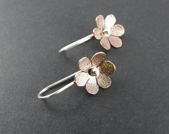 Daisy earrings Mixed metal earrings Modern earrings Gifts for her natural jewelry Spring gift Minimalist earrings Nature jewelry