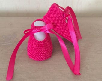 Hand knitted baby booties/babies 0/3 months fuschia