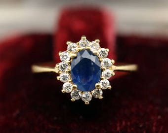 Ring of the 1900s in 18k 750 solid gold set with a natural sapphire 1.06ct and 14 natural diamonds total 0.28ct