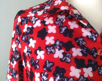 1970s Red, White & Navy Polyester Blouse with Quatrefoil Motif Size 14/16