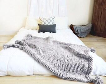 Knit pom Blanket - Cuddle Me Blanket