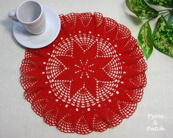 """Doily crochet red cotton yarn 12"""", for Christmas festivities. Centrino all'uncinetto rotondo in cotone rosso 29cm, per le feste di Natale"""
