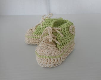 Let us put on baby, on shoes hook, tricky tennis, sneakers green anise and beige.
