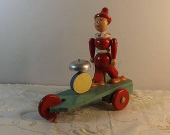 Clown bois. Jouet bois. Automate ancien. Vintage.