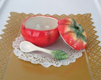Vintage Tomato Condiment Dish And Spoon Figural Tomato Ceramic Sugar Bowl 1980s Condiment Pot Salsa Bowl Retro Tableware Home Living