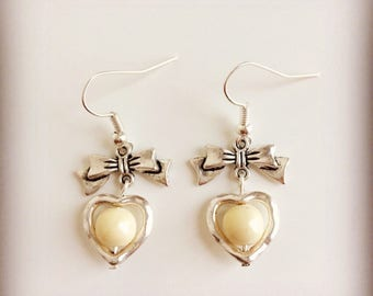 Bows, hearts and cream white pearls earrings