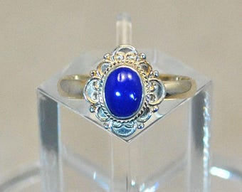 Ring in sterling silver with lapis setting