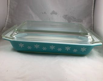 Vintage Pyrex - Blue Snowflake Pyrex - Pyrex with Lid - Winter Pyrex - Pyrex 548-B - Rectangle Pyrex with Lid - Pyrex 2 Quart - Pyrex Dish