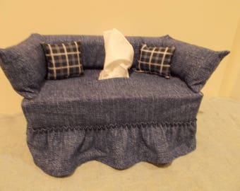 Homestead Weave couch tissue box cover.