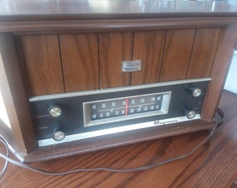 Vintage Magnavox Table Top Tube Radio