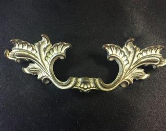 Vintage French Provincial Dresser Pulls Antiqued Brass Cabinet Pulls Handles Brass Furniture Pulls knobs Shabby Chic Vintage Brass Hardware