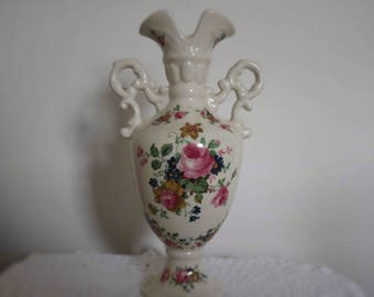 Stunnng large Vintage Staffortdshire Vase / Urn  Very good condition