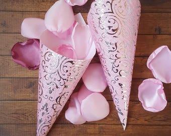 Pink paper cones, petal cones, confetti cones, cones for wedding, cones for rose petals, cones favor, cones wedding, pink wedding, shower.