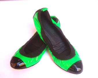 CHANEL Sporty Italian Green & Black Skimmer Flats Size 37