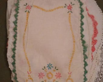 """Free Shipping!!! Vintage Estate Collection Of Small Hand Embroidered Tatted Lace Crocheted Edge Doilies Linens Around 11"""" In Length LOT 3"""