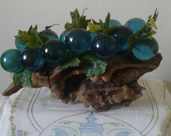 """Free Shipping!!!  Vintage Mid Century Lucite Grapes On Driftwood 13"""" Long 8"""" Tall"""