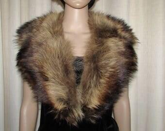 """Joli collet  de chat sauvage cranté / Vintage nice  notched  raccoon fur collar  42"""" X 3"""""""
