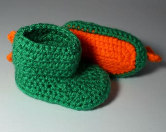 Baby dino booties - 0-6 months - baby shoes - baby boots - dinosaur - dragon - baby photo props - slippers - knitted baby clothes - newborn