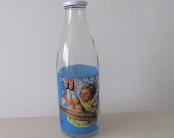 1970 Advertising Milk Bottle. Retro 1970 Bottle. Rice Krispies Bottle. Kellogs 1970 Milk Bottle Ad. Retro Kitchen. Breakfast.