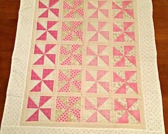 Quilt Baby Pink White Pinwheel