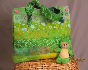 Strappy Shoulder Bag - Large (Green Batik)
