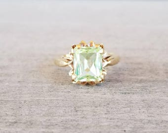 Vintage yellow gold synthetic green spinel ring