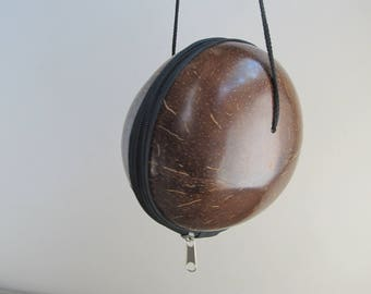 Vintage coconut bag, round hard handbag, vintage hawaiian purse, bohemian novelty handbag, vintage shoulderbag