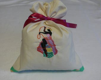 Bag embroidered with a pretty lady