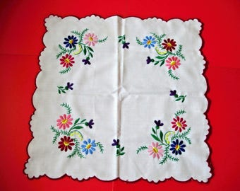 Vintage,Hungarian handmade embroidered doily,centerpiece,Kalocsa flower pattern