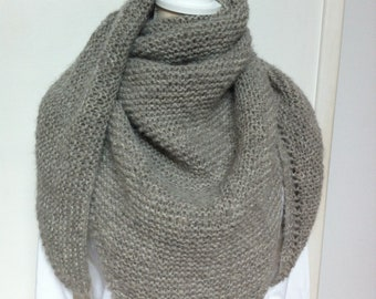 Trendy light grey shawl in Alpaca and silk