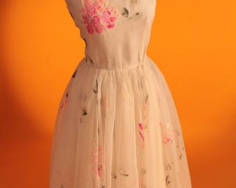 1950s Vintage Floral White & Pink Chiffon Prom Dress / Party Dress / Bridesmaids Dress. UK Size 4-6 US Size 0-2