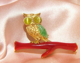 Owl 18Kt  brooch with 5.843ct of red coral (AKA) and 0.63ct of  A feitsui(jade),0.836ct of chrysoberyl Cat's Eye