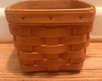 Longaberger 'Teaspoon' Basket with Plastic Insert
