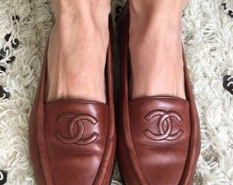Vintage 90's CHANEL CC LOGO Red Brown Burgundy Leather Stitched Loafers Slip On Flats Shoes Sz 39 8 8.5