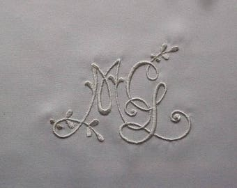 Embroidered monograms Ref.1796