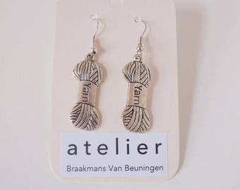 Yarn Earrings | Made by Atelier Braakmans Van Beuningen