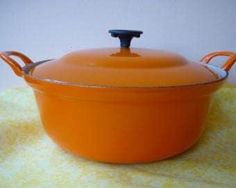 """BIG DISCOUNT ! Big Casserole Cooking pot diameter 10.24"""" Le Creuset France orange cooking pot enamelled cast iron 1970"""