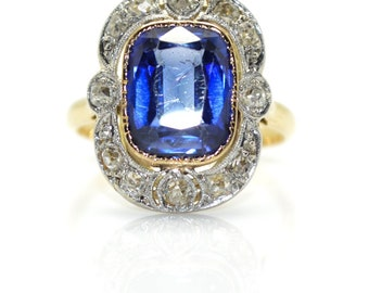 Old surrounding diamonds ring