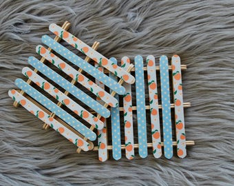 Popsicle pallet coaster with country peaches and blue polka dots. Perfect for a unique Mother's Day gift