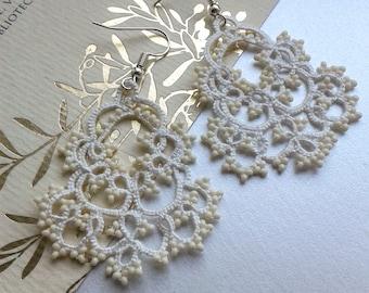 Wedding earrings, white lace earrings, beaded tatted jewelry, filigree tatting jewelry, chandelier earrings, tatted jewelry