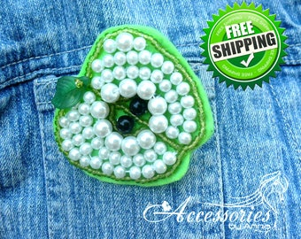 Green White Apple brooch Fruit Apple jewelry pin Bead embroidery Statement Embroidered Jewelry Felt brooch Teacher gift Imitation Pearls