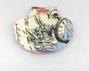 Alice in Wonderland ring dish, shell ring dish, jewellery storage, gift for her, White Rabbit ring dish