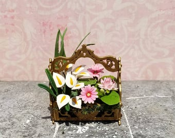 Miniature dollhouse flower basket, 1:12 scale