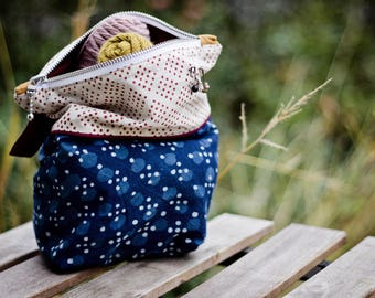 Small project bag for knitting / Zipper pouch / Project bag