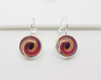 Sleeper earrings with cabochon effect red spiral