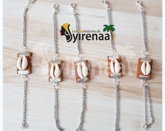 Bracelet leather with cowrie shells