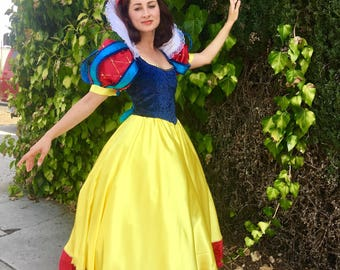 Snow White costume. Snow White dress. Halloween costumes. Costumes for rent.