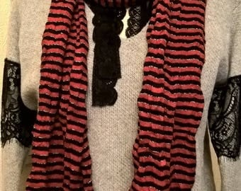 Scarf with stripes of cotton, viscose and lurex in red and black