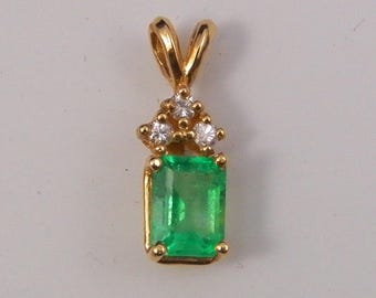 1.35 CT EMERALD PENDANT, 14KT Yellow Gold With 0.10CT Diamonds - Appraised Value 2340.