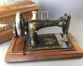 Very nice machine sewing portable manuele - Helvetia 1914's - works-Rare